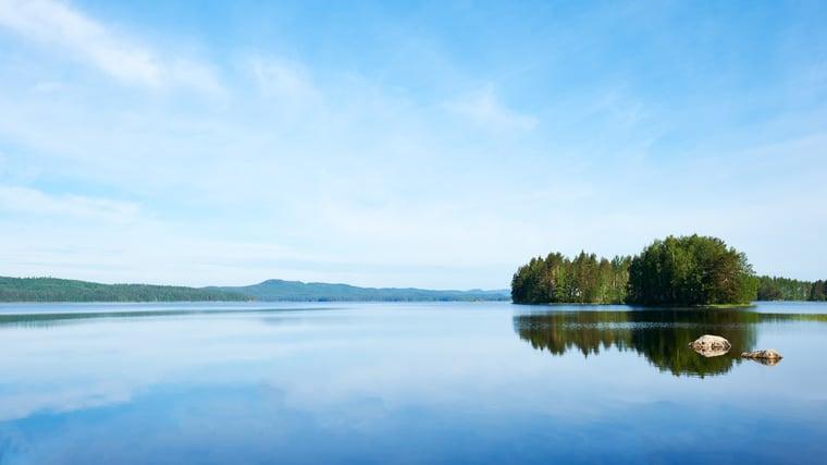 Lakeside_Finland-633968-edited.jpg